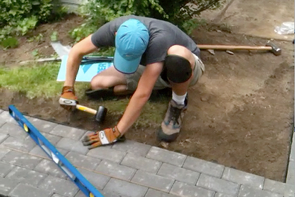 Laying Pavers Plus How To Cut Pavers Into A Curve
