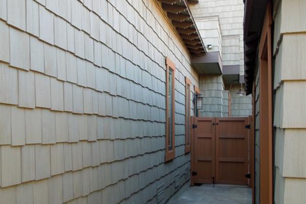 Vinyl cedar shakes on a home