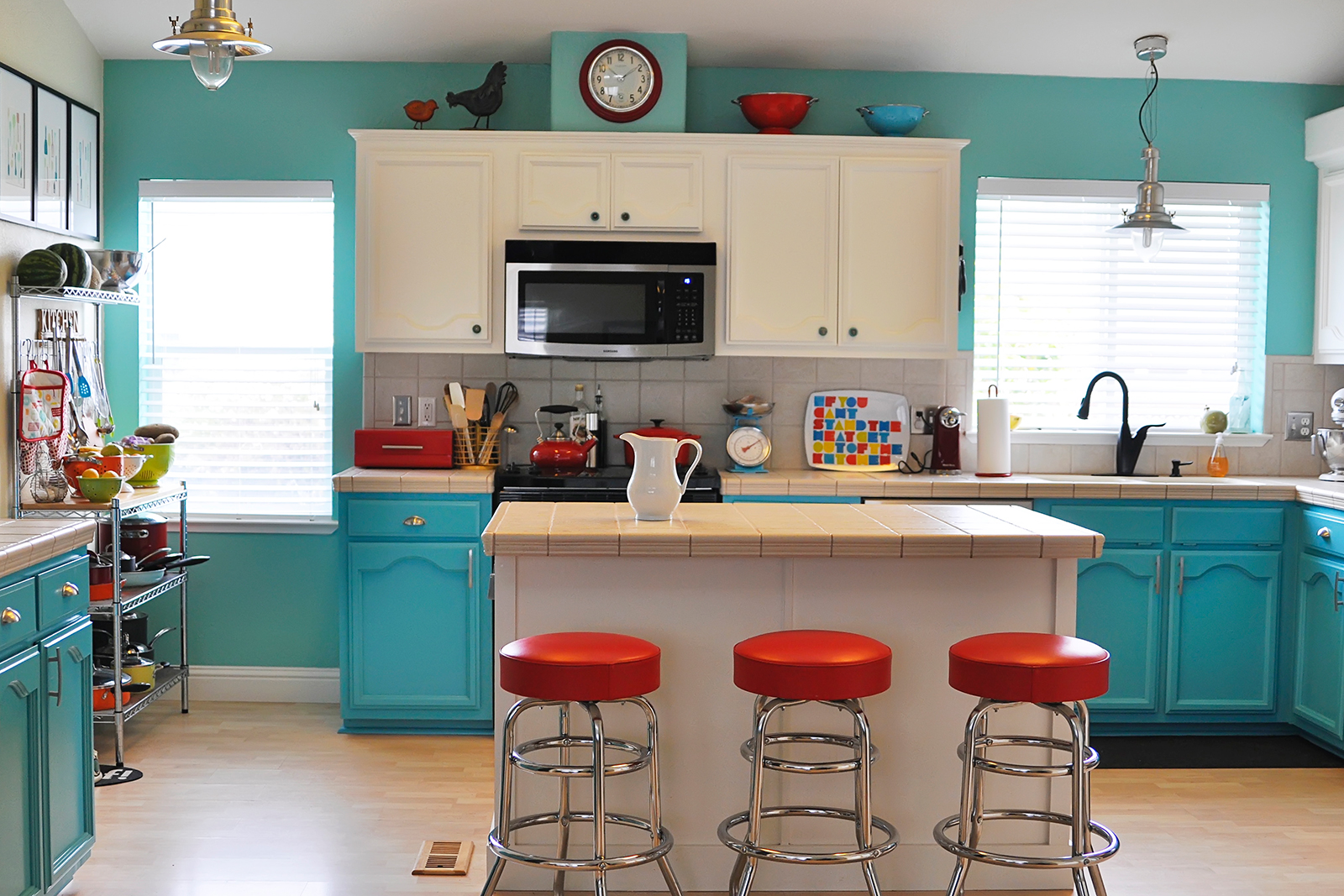Kitchen Cabinet Wall Color Combinations Colorfully Painted With White