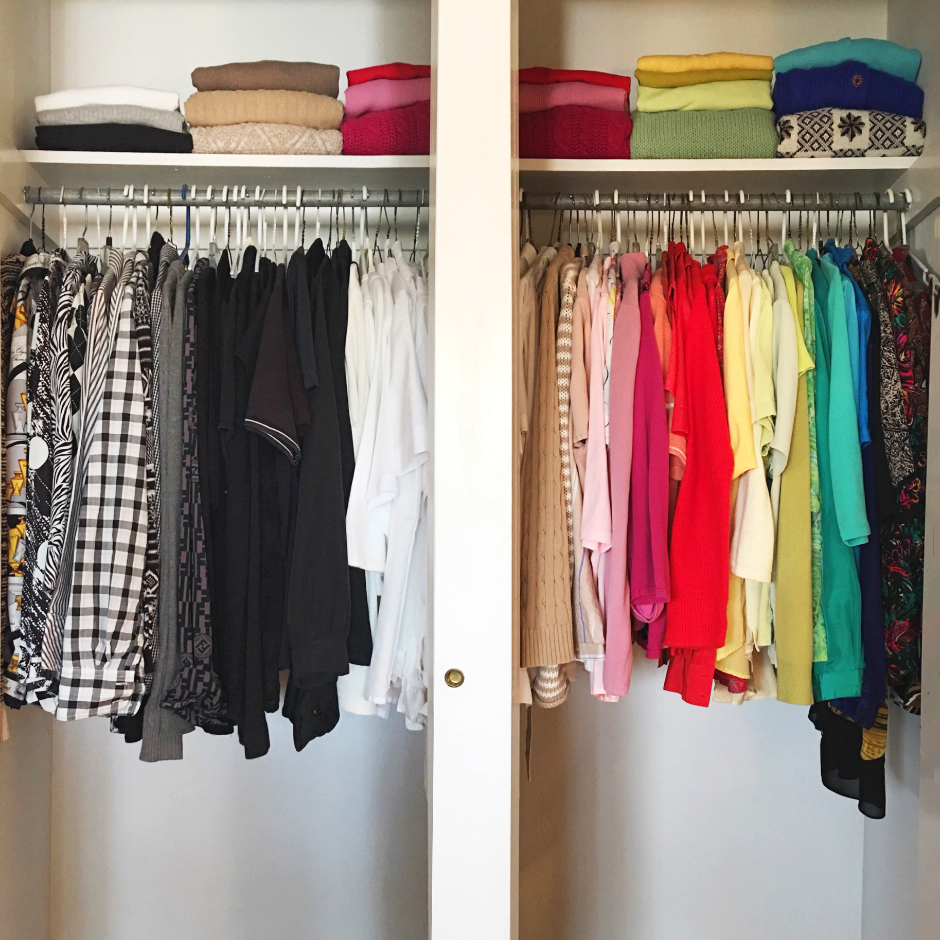 Closet with tops organized in a color rainbow