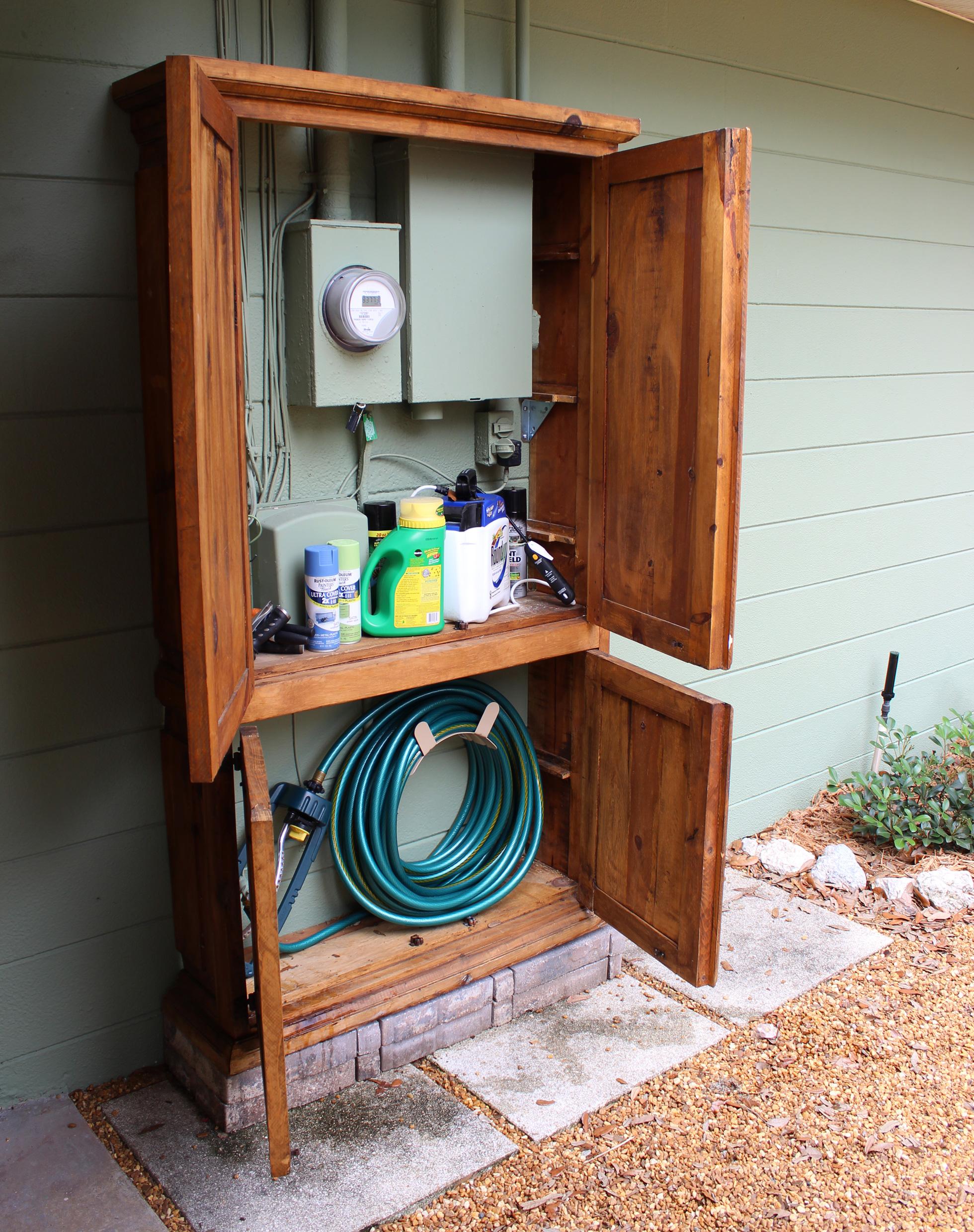 Outdoor-Schrank zum Verstecken von Schlauch und anderen Gartenartikeln