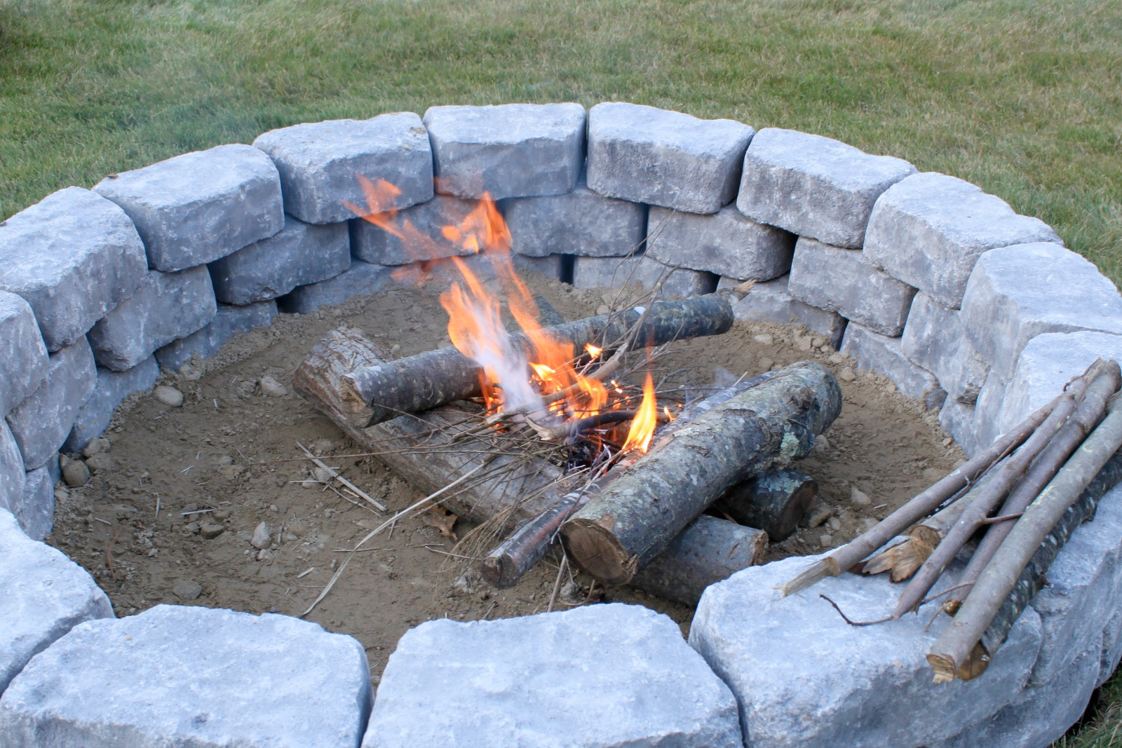 DIY firepit | DIY landscaping ideas