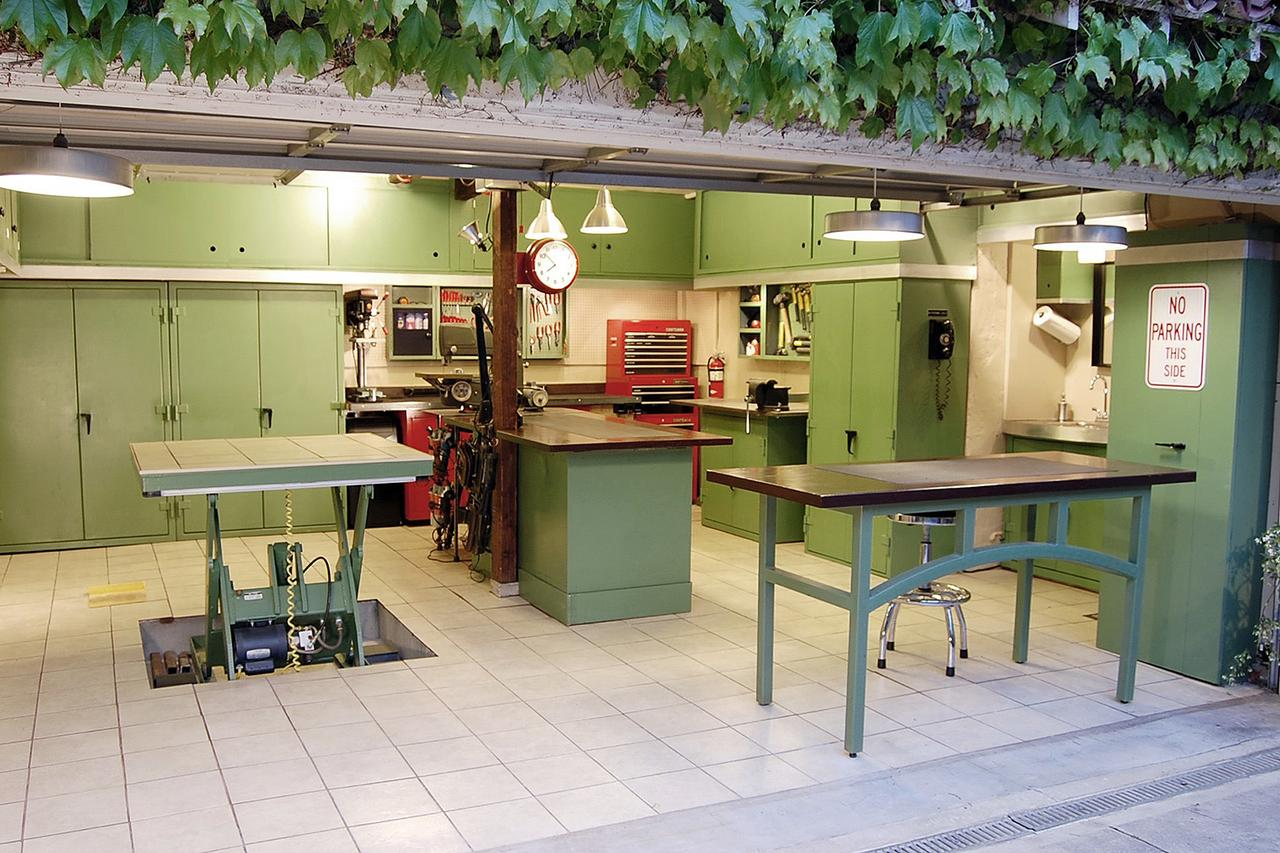 """7 Photos of DIY'd Garages That Will Make You Say """"OMG!"""""""