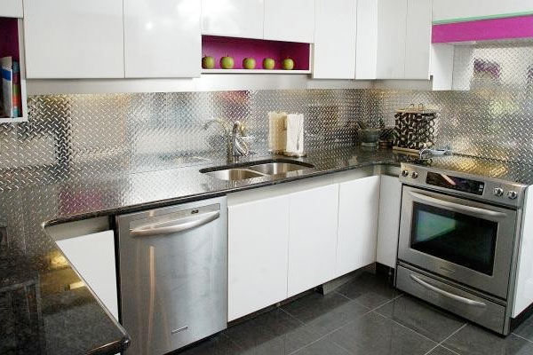 Diamond Plate As A Backsplash In Home Kitchen