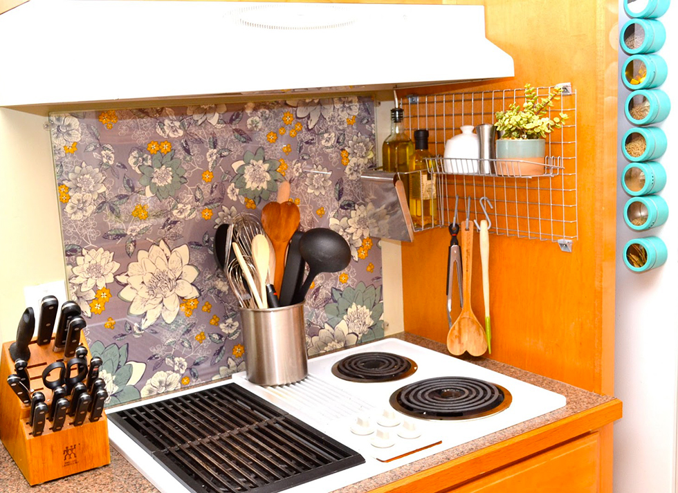 Fabric backsplash in a home kitchen