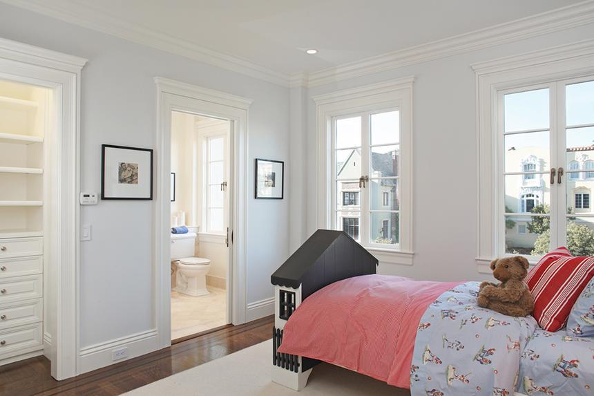 Classic door and window molding in a bedroom