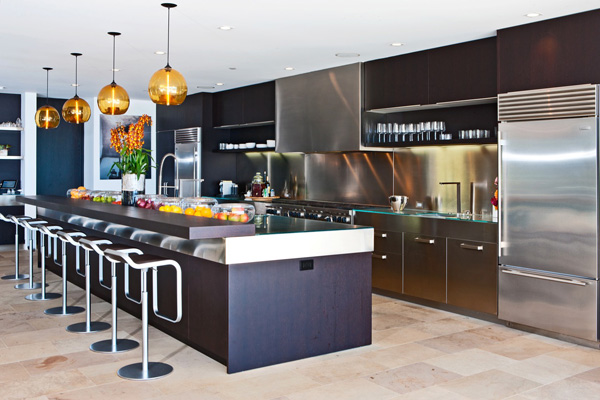 Ginormous Kitchens Are They Really A Good Choice - Big kitchens