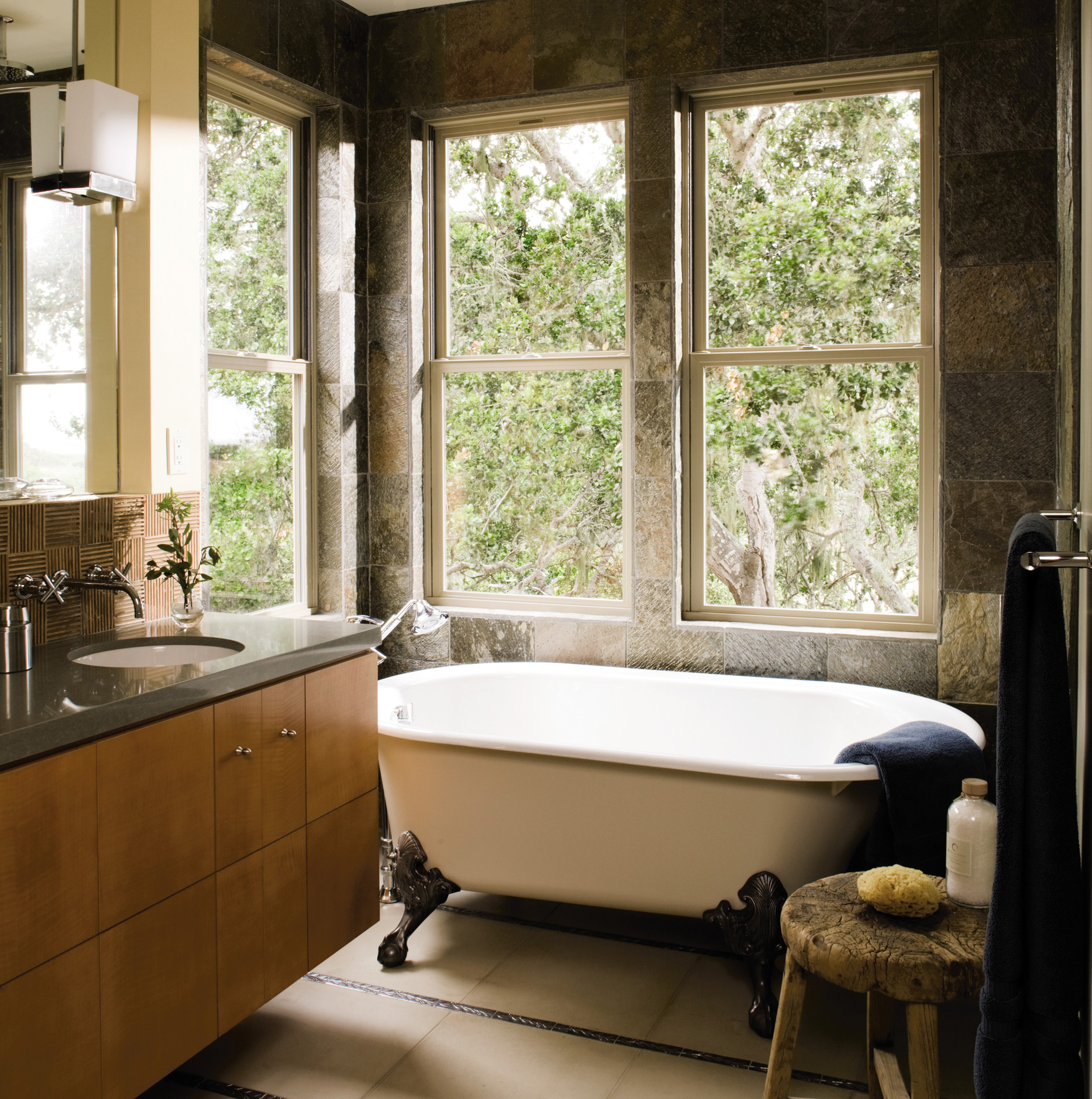 Low-maintenance fiberglass windows in a bathroom