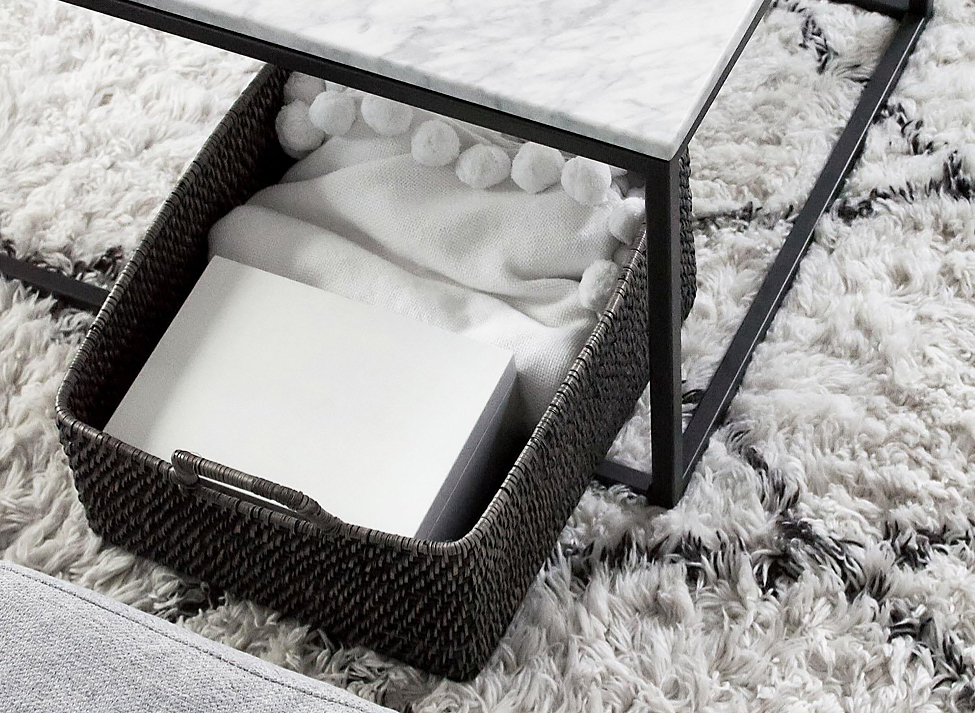 Marble coffee table with white rug with black accents