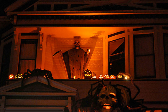 Spooky Balcony with Lighting | Outdoor Halloween Decorations