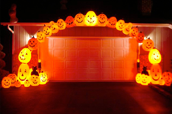 Plastic Pumpkin Arch | Outdoor Halloween Decorations