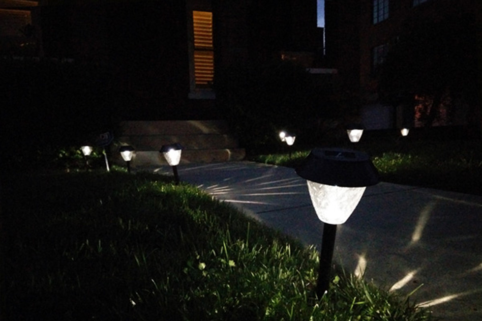 Outdoor solar walkway lights
