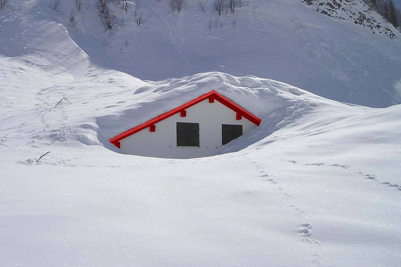 How do you remove snow from your roof snow removal for Snow loads on roofs