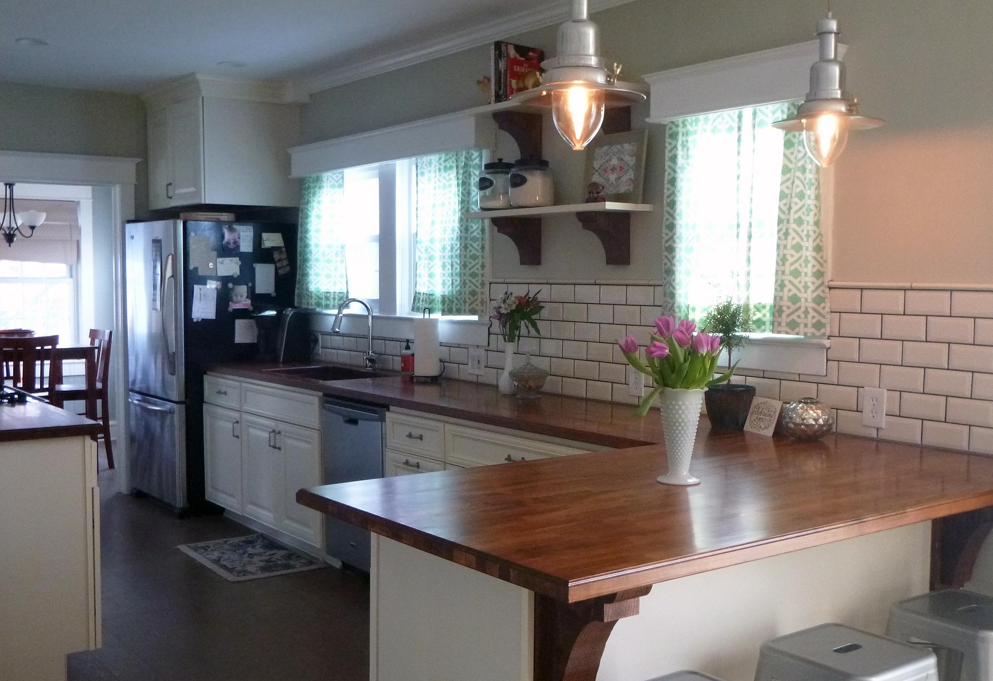 Transitional kitchen with a subway tile backsplash