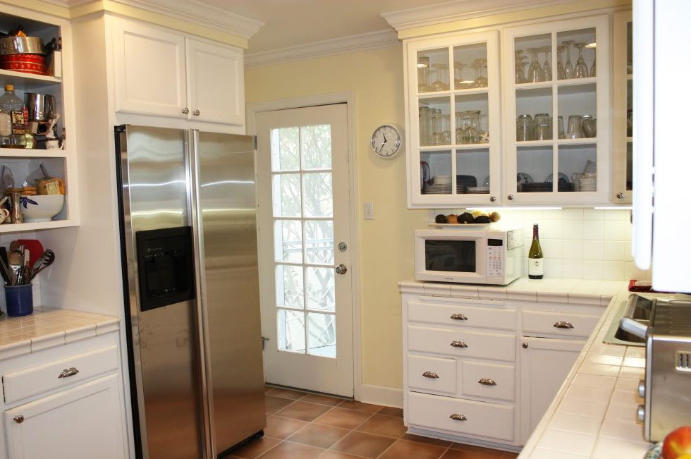 White Kitchen Cabinets. White Kitchen Cabinets T