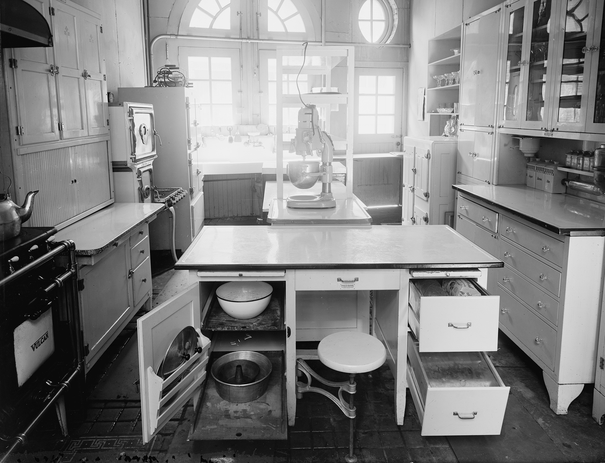 Vintage white kitchen image from Library of Congress
